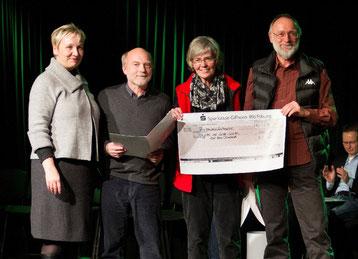 Von Links: Stadträtin Iris Bothe, Karl-Heinz Dähnhardt,  Brigitte Schütte, Günter Schütte bei der Preisverleihung zum Wolfsburger Integrationspreis