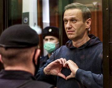 Aleksej Navalny i retten d. 2. februar 2021:  En hilsen til sin kone