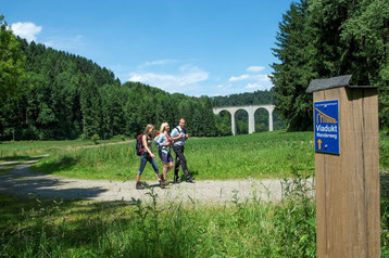 "Am ""Kleinen Viadukt"" im Dunetal © Touristikzentrale Paderborner Land e.V."