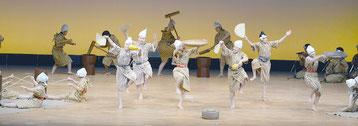 全国高文祭で「稲粟の稔り」をテーマに熱演する八重農郷芸部=30日、滋賀県甲賀市