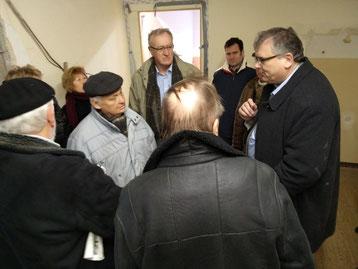 Baustadtrat Stephan Richter (r.) im Gespräch mit den Bau-Sachverständigen Friedrich Nostitz (m.) und Erhard Würker (l.)