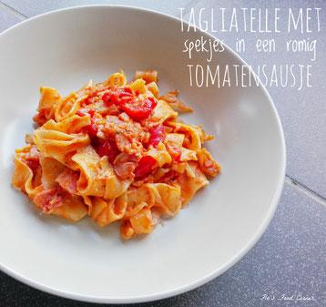 tagliatelle met spekjes in een romig tomatensausje