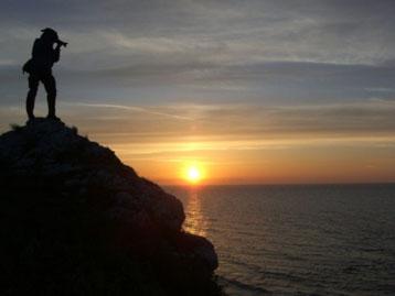 Bild:Biografie:David Brandenberger auf Gotland,Schweden beim Sonnenuntergang fotografieren.