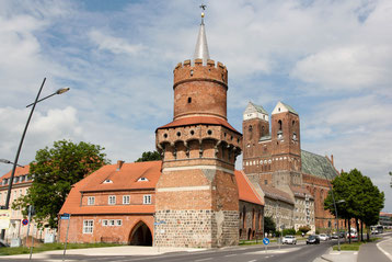 """Mitteltorturm und die Marienkirche - die bekannteste Standtansicht von Prenzlau. Die Hälfte von """"Zwei Deutschland"""" spielt in der Uckermark. Der Landkreis mit der bundesweit höchsten Arbeitslosigkeit."""