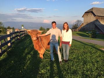 Egon und Tina mit ihrer neuen Kalbin vom Kraigerberg
