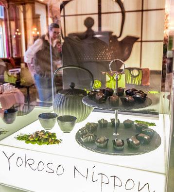 Yokoso Nippon. Praliné du Jour von Sprüngli: Green Japan.