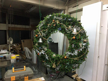 豊橋のお客様から御依頼の巨大なクリスマスリースの飾り