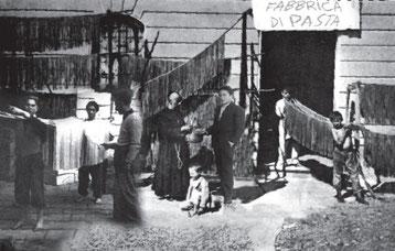 Mario Moccia all'ingresso della prima storica Fabbrica