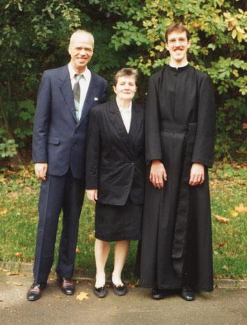 Mit Eltern beim Eintritt in die Gemeinschaft
