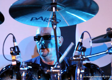 Schlagzeuger Harry James ist seit Bandgründung 1989 dabei.
