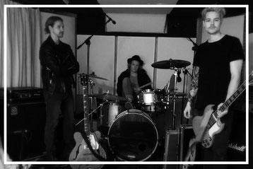 Emma Who Nino Luca Seiler Marc Peterhans Lousia 2 alternative rock guitar vontage retro sound music black keys