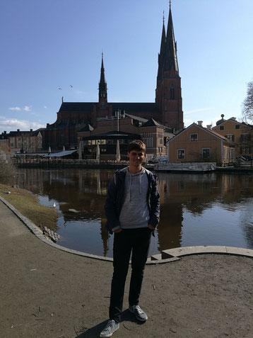 Johannes Blüm vor dem Dom in Uppsala