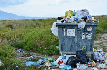 volle Mülltonne