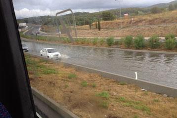 Überflutete Autobahn bei Palma de Mallorca