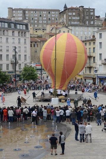 L'art de l'envol, le premier vol historique des frères Montgolfier est recontitué tous les ans au centre d'Annonay.