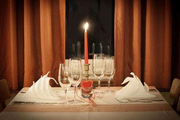Ex zurück Tipp: Ein Essen ist immer gut beim ersten Date.