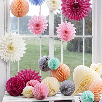 POMPONS, LAMPIONS ANNIVERSAIRE ADULTE- ADULT POMPONS AND LANTERN FOR PARTY DECORATION