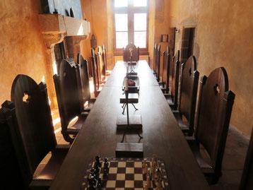 séjour en famille au chéteau médiéval La Salle à manger au château-fort de Tennessus