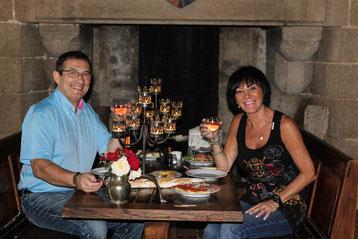 sejour medieval au chateau fort de Tennessus panier gourmand a la chandelle dans la chambre  du Chevalier