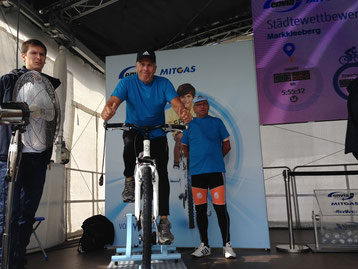 Vereinschef Erhard Hancke startete um 12 Uhr als erster Fahrer