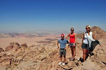Op de top van Mount Hash met zicht op Saudi-Arabia