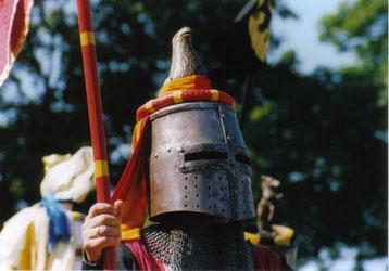 Ritterturniere haben bis heute nichts von ihrer Faszination verloren. Sie ziehen Jahr für Jahr Tausende Besucher in ihren Bann.