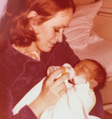 Birgitta Kuhlmey mit Sohn Michael Kuhlmey, Marburg, 04/1978