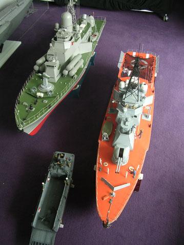 Der Größenvergleich mit einem LCM-3 zeigt die Modellänge bis 170cm an