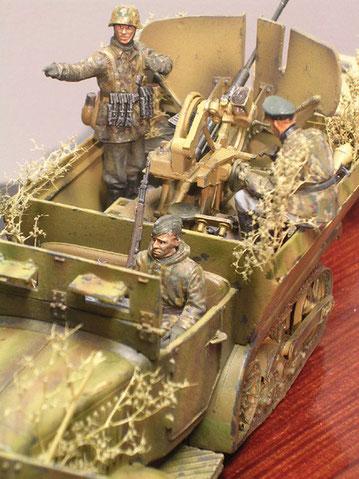 Beachte auch hier der gewaltige Schutzschild der Flak 38 als improvisierte Truppenlösung.