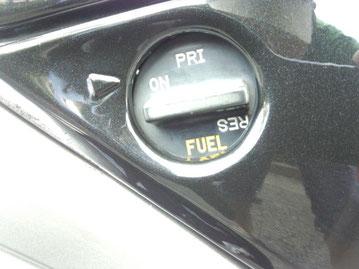 ONの位置にすればガソリン漏れません。