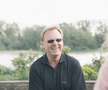 Rainer Höhnle lacht und freut sich auf den Kontakt mit seinen Kunden