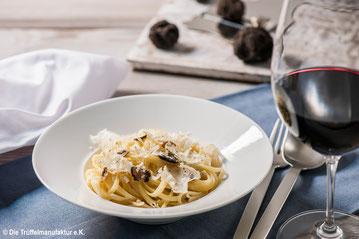 Trüffel-Gericht: Pasta mit Trüffeln und Wein dazu
