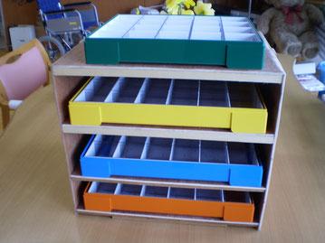 保安員さん最後の作品。機能性に優れた木製の薬棚。大切に使わせていただきます