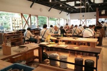 INAXライブミュージアム内「陶楽工房」では焼き物体験も。