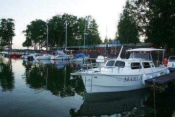 Hausboot WEEKEND 820 BF (barrierefrei) | 4+4 Kojen, getrennte Heckkabine