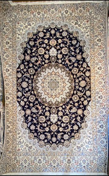 NAIN wool&silk 6LA HABIBIYAN 工房  310x210  とても美しいメダリオンです。
