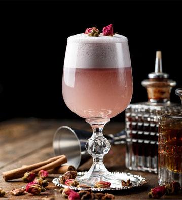 ANNA FAMOSA APERITIVO, cocktail, long drink aperitif, rose cocktail, wild berry, lillet, Rosenblüten, shake, rosen, pfirsich