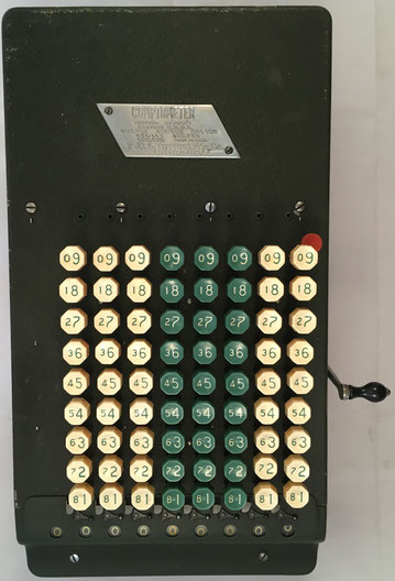 COMPTOMETER modelo F, s/n 223882, fabricado por Comptometer Division - Felt & Tarrant Mfg. Co. (Chicago, USA), hacia 1920, 37x20x15 cm