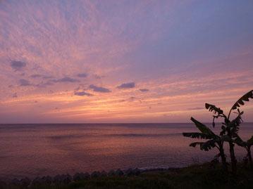 時折東からの風が強く吹いていますが、海は嵐の前の静けさ??