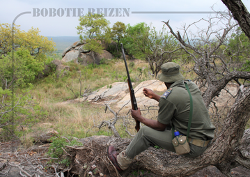 Rondreis Zuid-Afrika Safari Bobotie Reizen Ranger Geweer Wandelsafari Walkingtrail Kruger