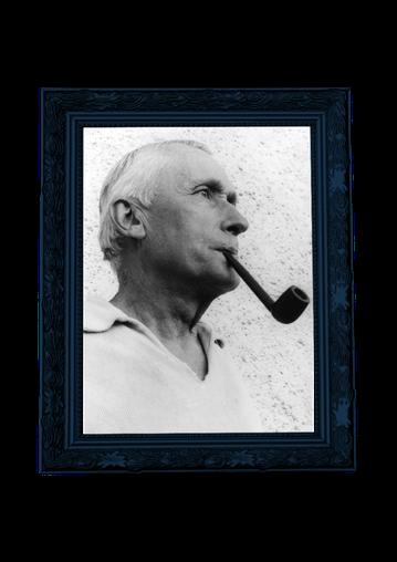 Marc Chadourne fumant la pipe, photographié par Georgette Chadourne
