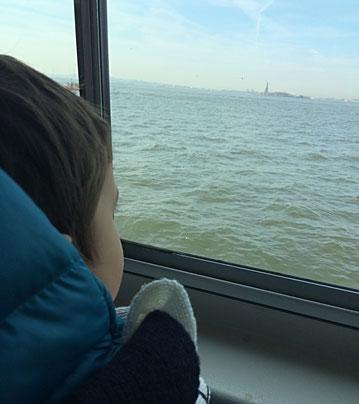 Sul traghetto verso Liberty Island, NYC