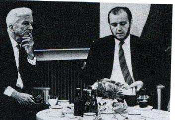 Autor Arnulf Baumann und der damalige Bundespräsident Richard von Weizsäcker im Gespräch über Deutschstämmige in Wolfsburg