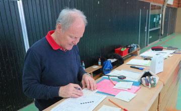 Günter Donath b ei der Organisation des Team Cups