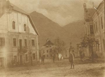 Der Markt von Flitsch 1915. Das Ursprüngliche Ortsbild lässt sich heute noch erahnen. Sammlung Isonzofront.de