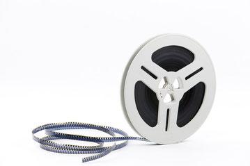Wir digitaliseren Super 8 und Normal 8 Schmalfilme mit modernester Technik und brennen sie auf DVD, Blu ray, Festplatte oder USB-Stick.