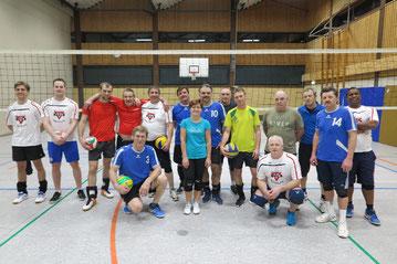 Die Hobbyvolleyballerinnen und Hobbyvolleyballer aus Gifhorn und Wolfsburg vor dem Spiel