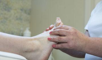 Ontspannende voetmassage bij Voetenpraktijk Zundert  aan de voeten bij medisch pedicure