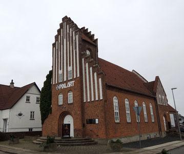 Das Fotomuseum PixlArt ist zuhause in einer alten Kirche mitten in Østervrå. Foto: C. Schumann, 2020