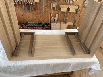 抽斗BOXを本体の天板裏に固定。家具工房ZEROSSOのオーダーメイド家具。
